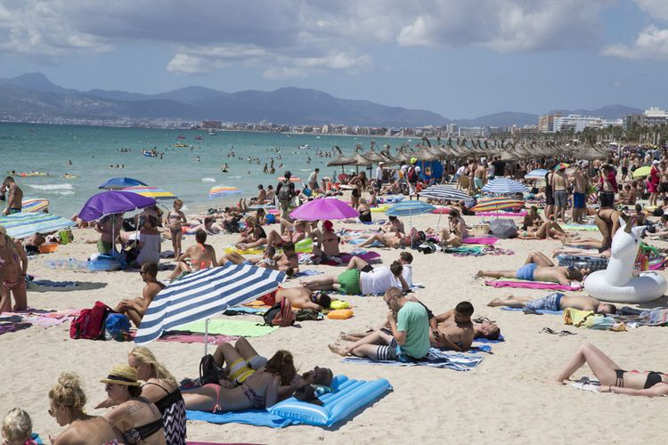 «Tourists go home», lit-on sur les murs de Palma, la principale ville de l'île de Majorque, envahie par les visiteurs.
