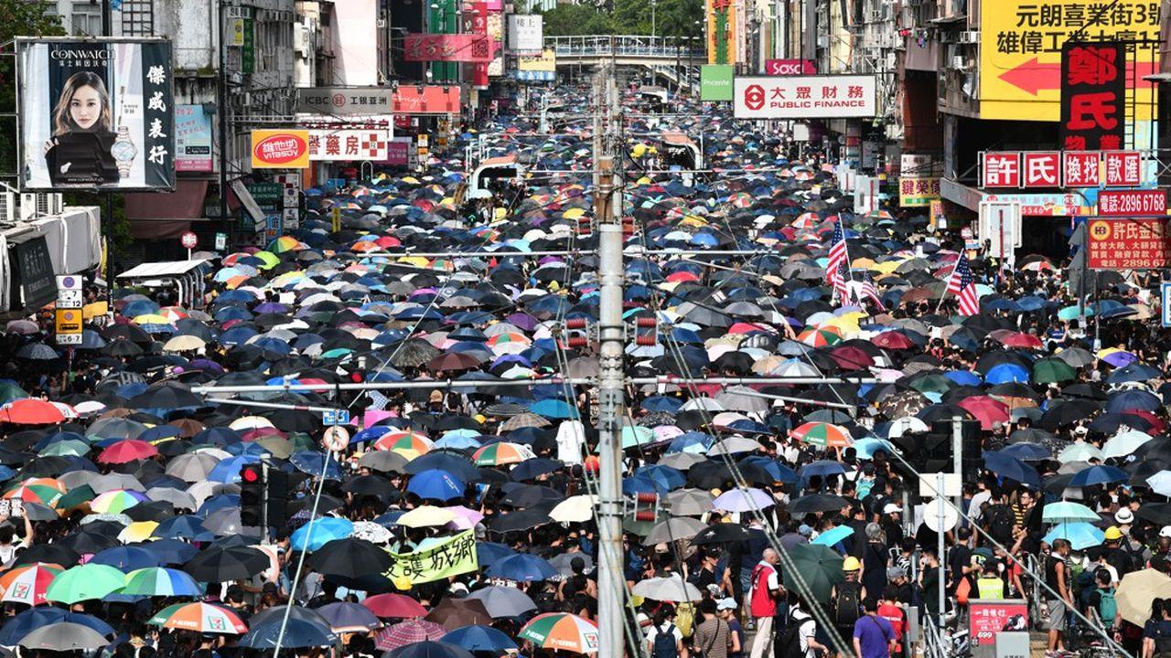 Le 27juillet, une foule de manifestants s'est réunie dans le district de Yuen Long pour protester contre les agressions attribuées aux triades.