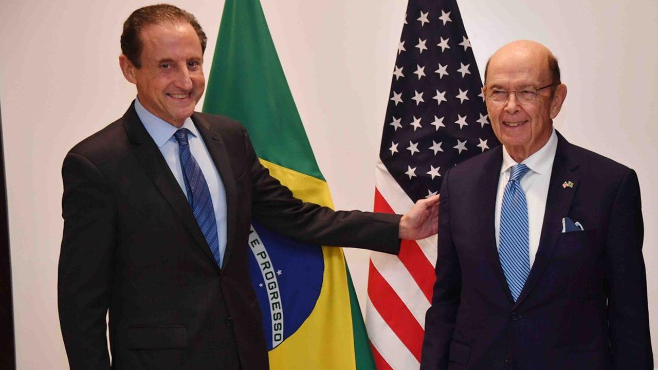 Paulo Skaf (à gauche), président de la Fédération des industries de São Paulo (FIESP), et le secrétaire américain au Commerce Wilbur Ross (à droite) lors de la visite de celui-ci à São Paulo.