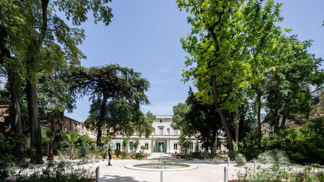 Le Moco relie tous les maillons de la chaîne de l'art contemporain: de la formation à la conception d'expositionsjusqu'à la présentation de collections publiques ou privées