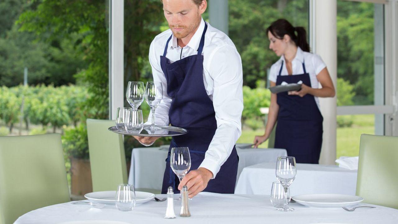 Les salariés des petites entreprises particulièrement nombreuses dans des secteurs comme les hôtels-cafés-restaurant ont beaucoup moins fréquemment accès à un dispositif d'épargne salariale que les autres.