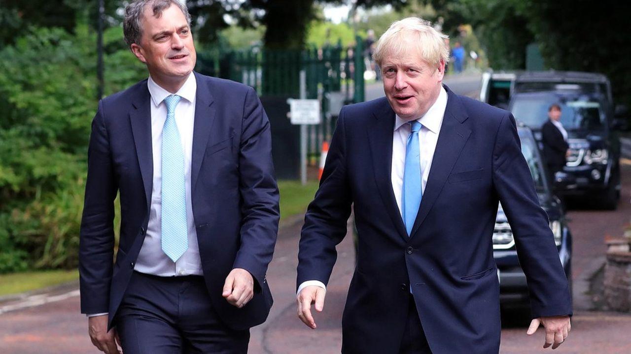Julian Smith, secrétaire d'Etat pour l'Irlande du Nord, et le Premier ministre britannique Boris Johnson se sont rendus à Belfast le 31juillet pour évoquer la brûlante question du backstop.