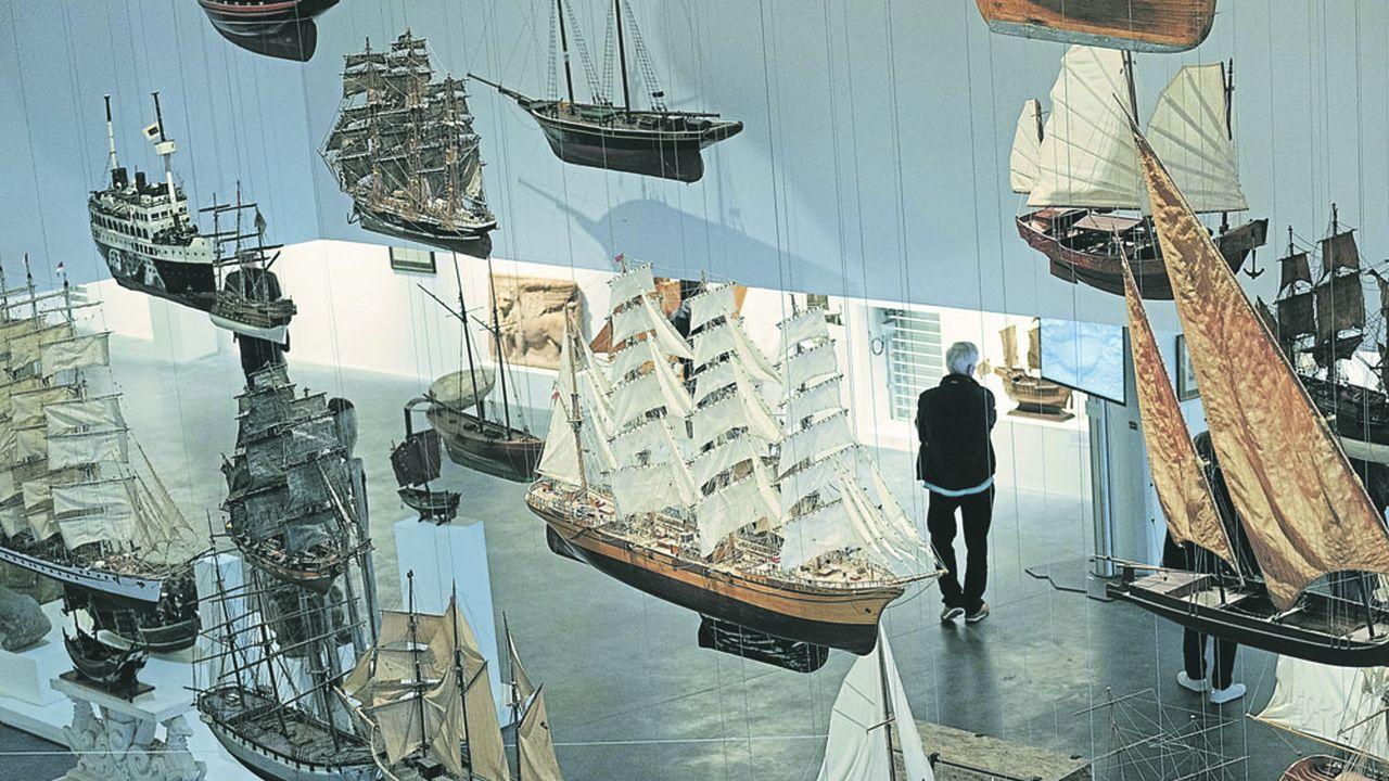 Ouverture du Musee prive Mer Marine de Bordeaux, conçu et finance par un promoteur immobilier bordelais, et consacre à l'histoire de la marine.