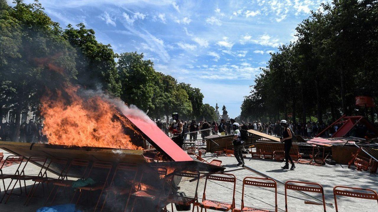 Environ 1.700 personnes se sont rassemblées dans le centre-ville de Nantes, où des heurts ont éclaté.