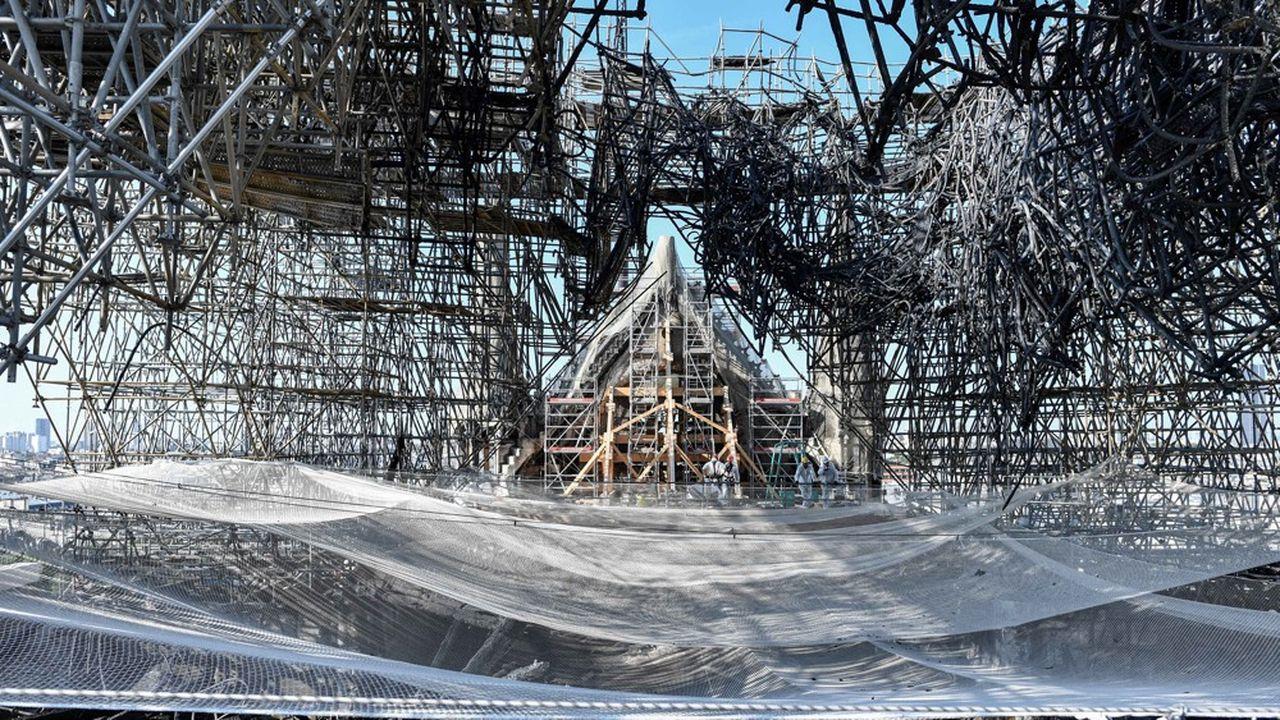 Lors de l'incendie de Notre-Dame, des centaines de tonnes de plomb sont entrées en fusion répandant leurs particules toxiques sur les quartiers proches de la cathédrale et toujours présentes dans l'environnement à des niveaux préoccupants.