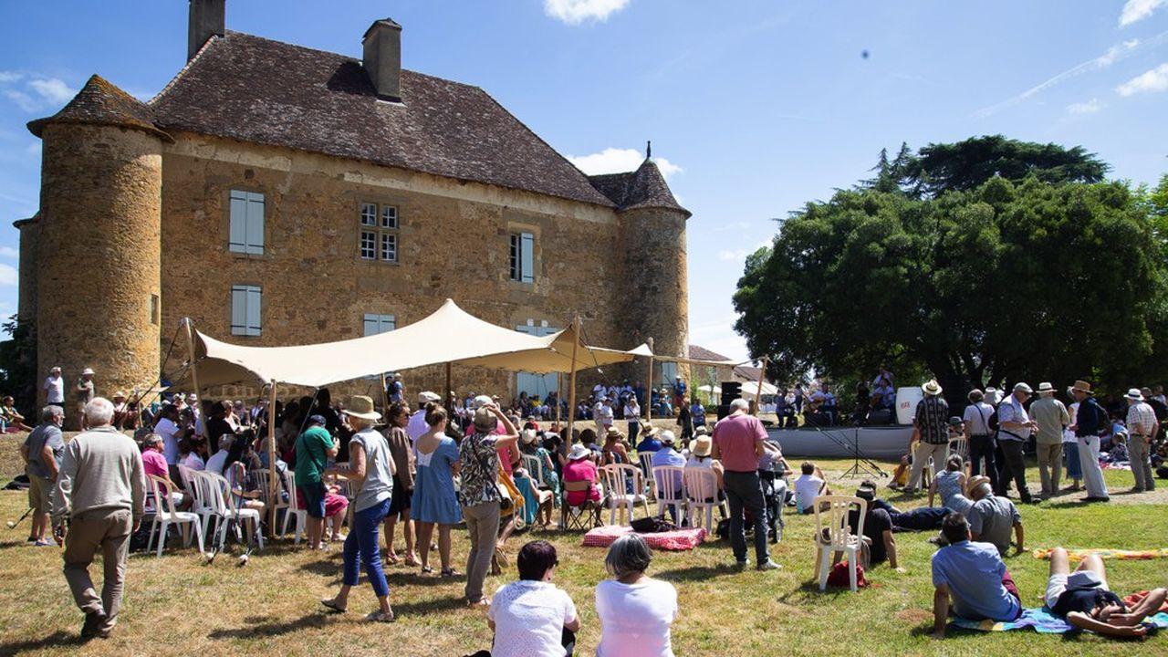 Le château de Sabazan dans le Gers accueille des concerts du festival Jazz in Marciac l'été