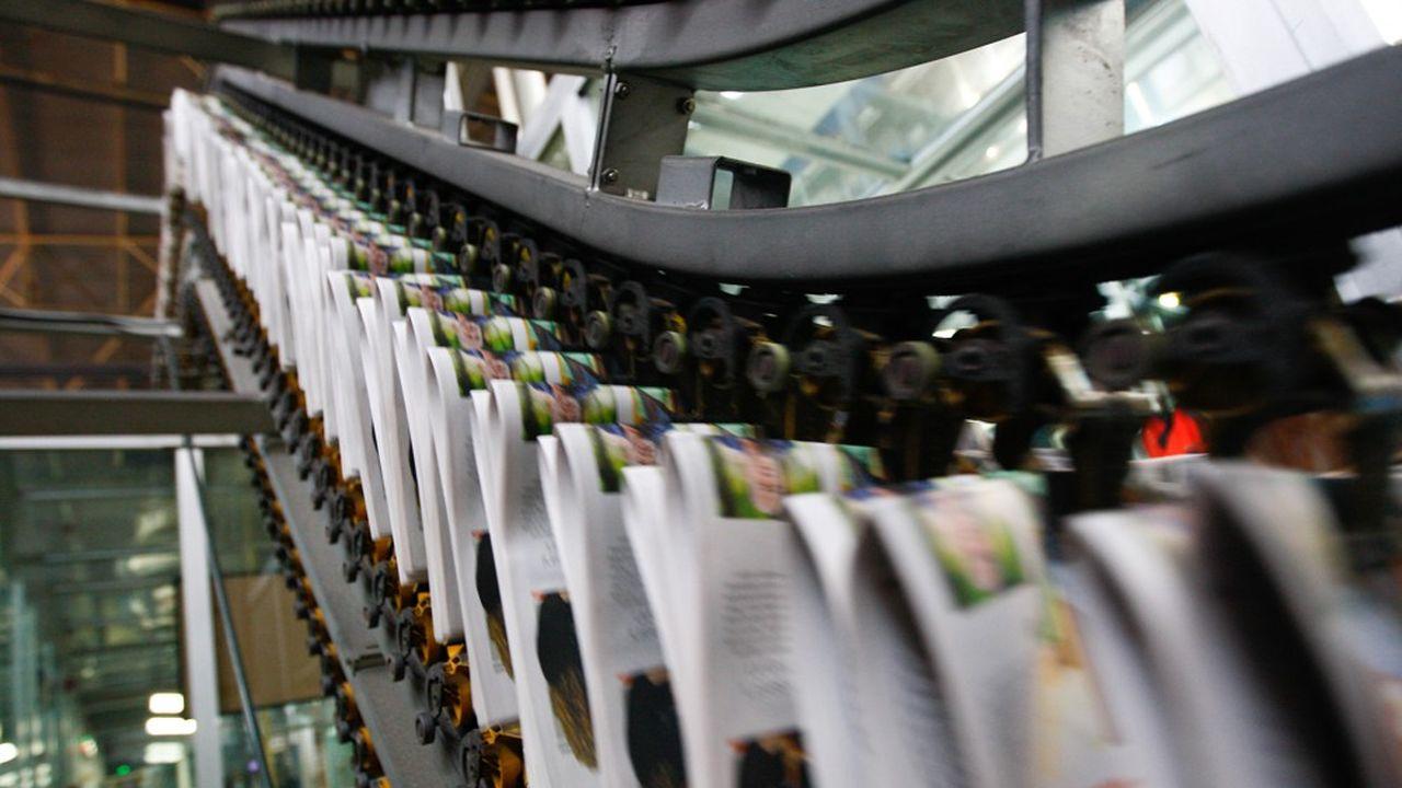 Les lecteurs consultent désormais les nouvelles du jour sur des supports digitaux, ce qui fragilise le secteur de la presse écrite.