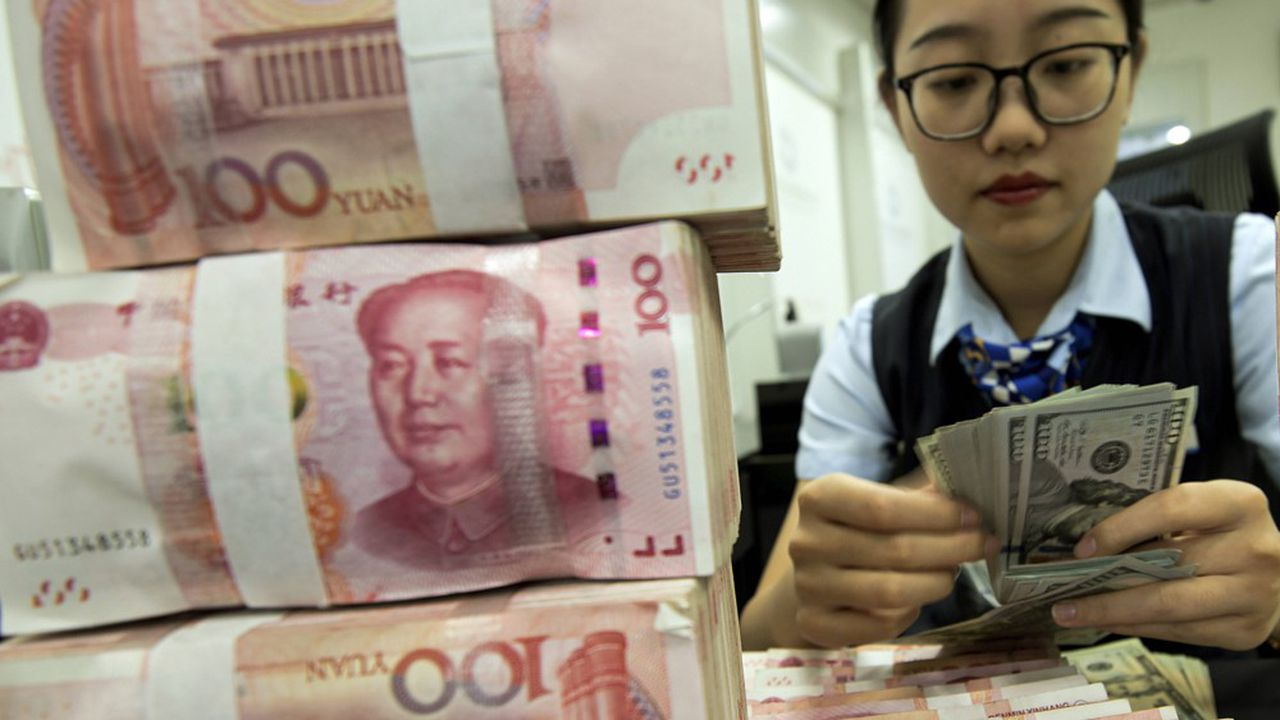 Le yuan a fortement chuté face au dollar en début de semaine. Une dépréciation intervenue après l'annonce, par le président américain Donald Trump, de tarifs douaniers supplémentaires de 10% sur les importations chinoises jusque-là épargnées.