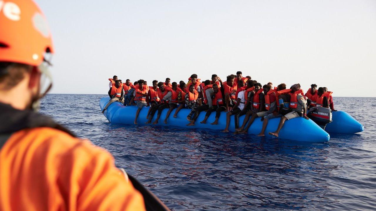 Un bateau de migrants sauvé par l'intervention de l'ONG Sea-Eye, le 5juillet dernier.