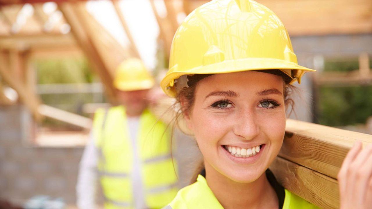 Au deuxième trimestre, l'emploi salarié privé a de nouveau augmenté«solidement» dans la construction, note l'Insee.