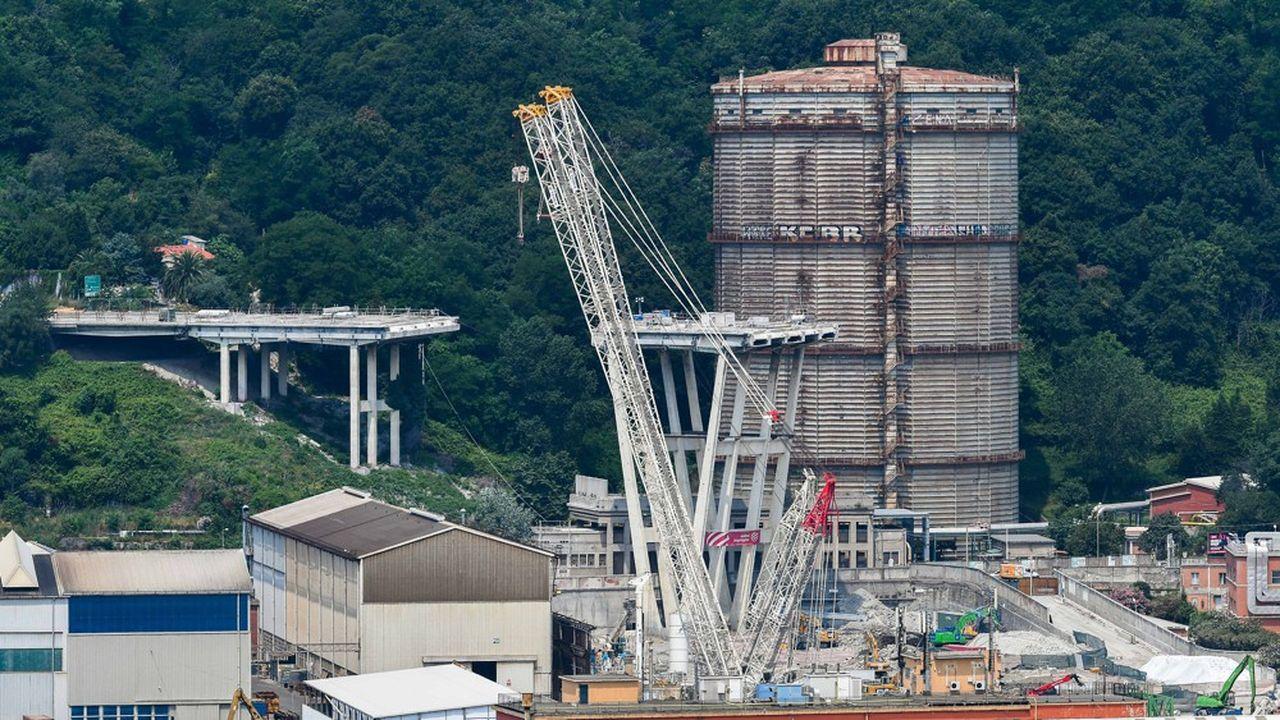 Salini Impregilo, groupe coté numéro1 du BTP italien, réalise 94% de ses 6milliards d'euros de chiffre d'affaires annuel à l'étranger. En Italie, il participe actuellement au chantier de reconstruction du pont de Gênes après son effondrement en août2018.