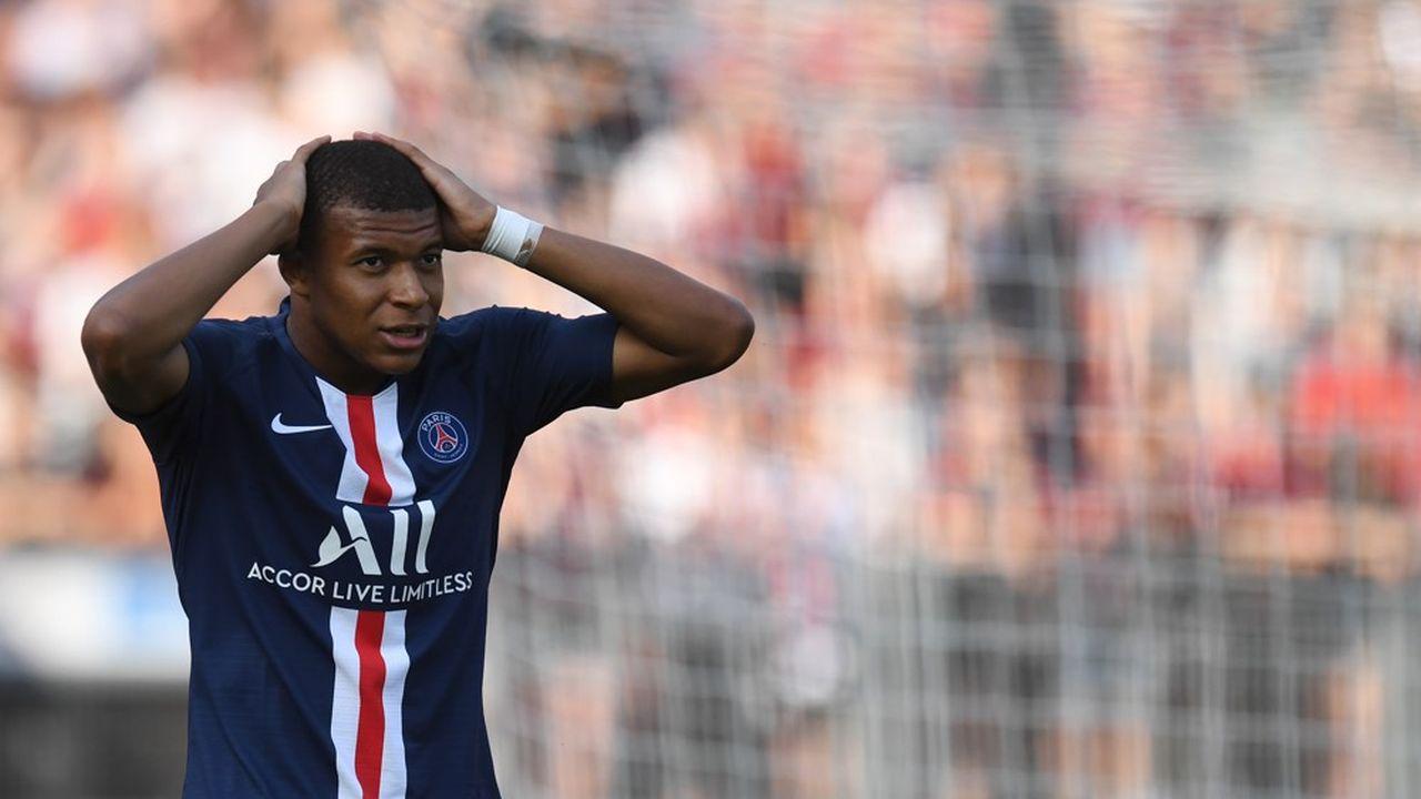 la Ligue 1 se situe loin des autres championnats en termes de revenus (1,7milliard d'euros hors transferts en 2017-2018 contre 5milliards pour la Premier League).