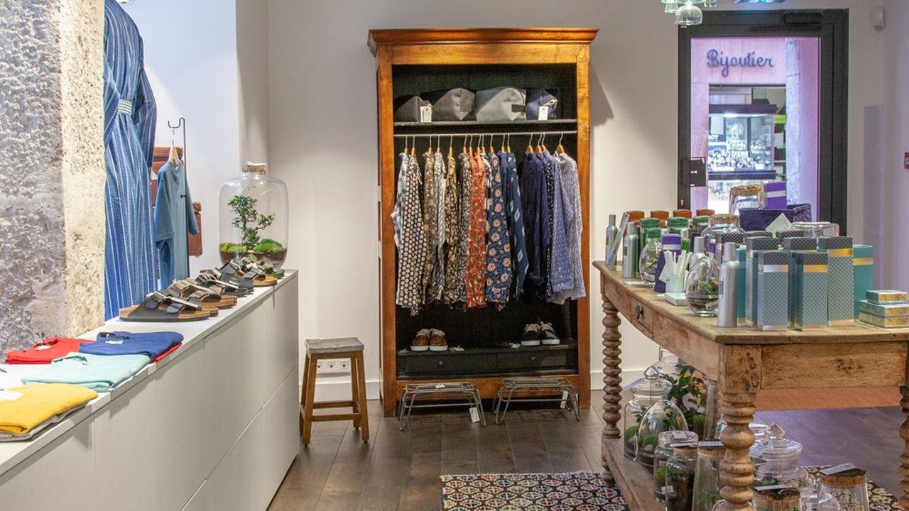 Des «corners hommes» vont être installés dans les boutiques de Cannes et de Paris et une collection masculine, avec des créations maison, sera disponible dès 2020