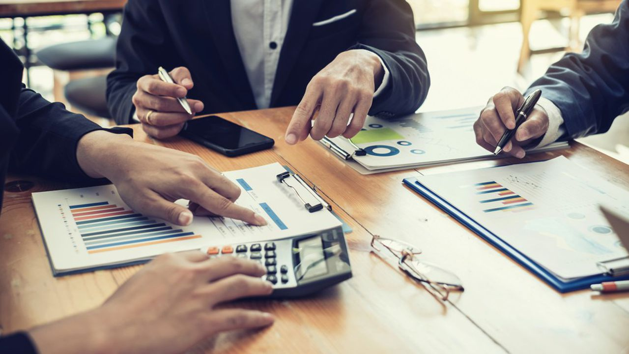 Attirés par des promesses de rendements supérieurs à ceux des actifs cotés, les gestionnaires d'actifs plébiscitent l'immobilier, l'infrastructure et le capital-investissement.