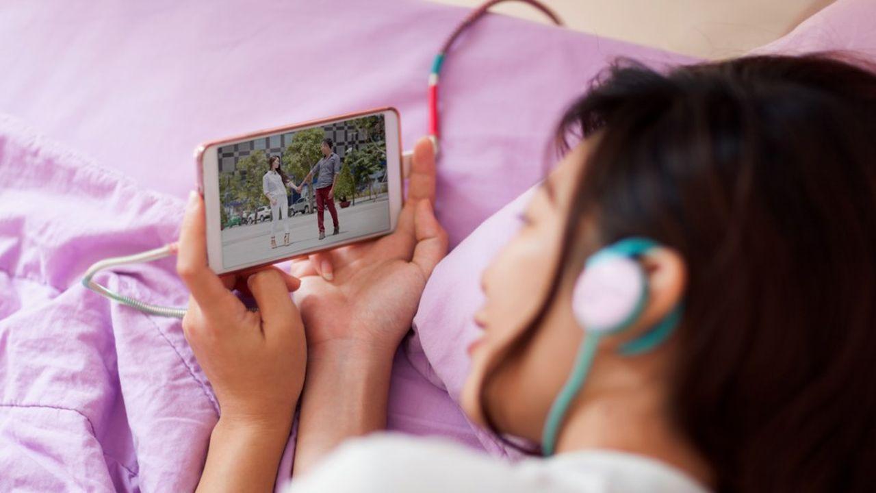 En Chine, le temps moyen passé par les utilisateurs sur leurs smartphones plafonne depuis la mi-2018.