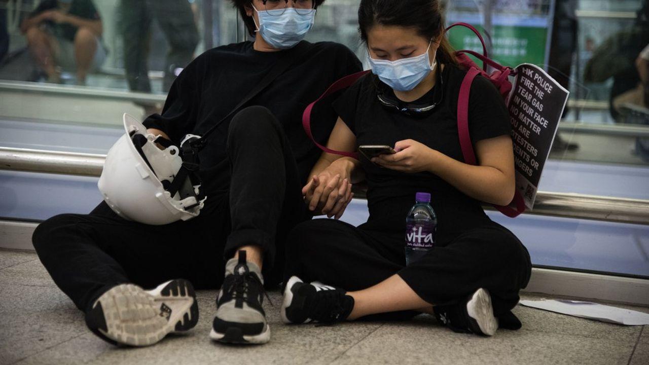 Les soutiens à Pékin sont de plus en plus nombreux à se manifester sur les réseaux sociaux tels que Twitter, WeChat ou Weibo