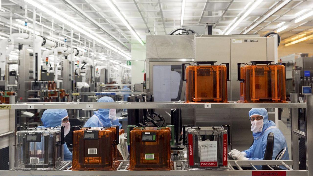 Salle blanche. Fabrication de puces electroniques destinees au secteur automoblie et aux objets connectes.