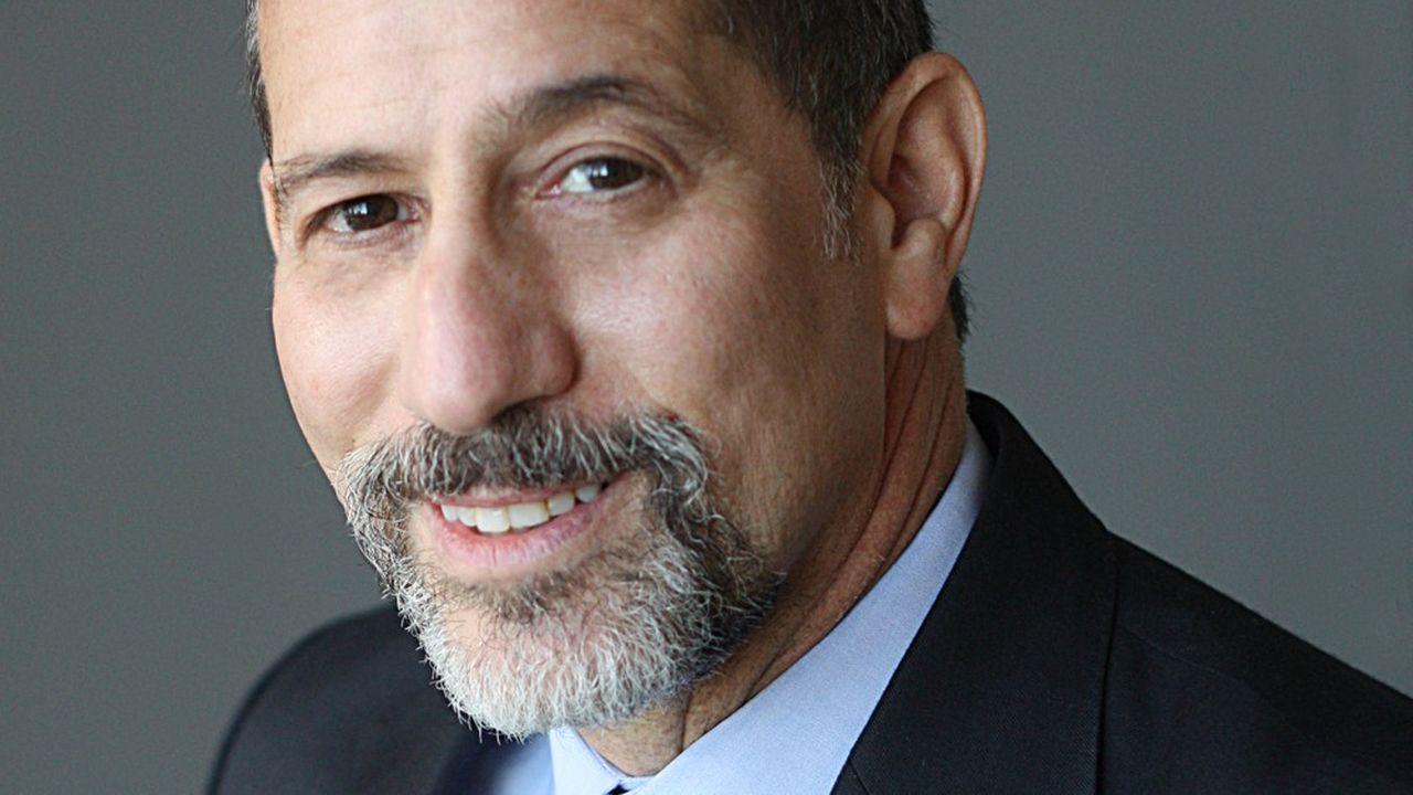 Bruce Hoffman, spécialiste en terrorisme, contre-terrorisme et renseignement.