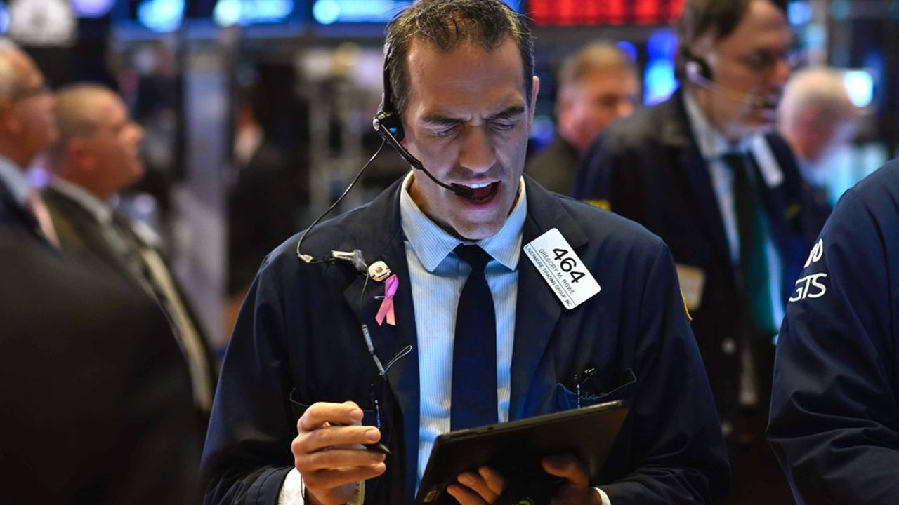Des traders au New York Stock Exchange le 15 août 2019.