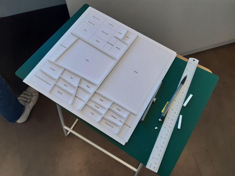 La bonne solution : créer de petites boîtes contigües en carton-plume pour chaque case du treemap. Une réalisation minutieuse gérée de main de maître par Marie Toulemonde.