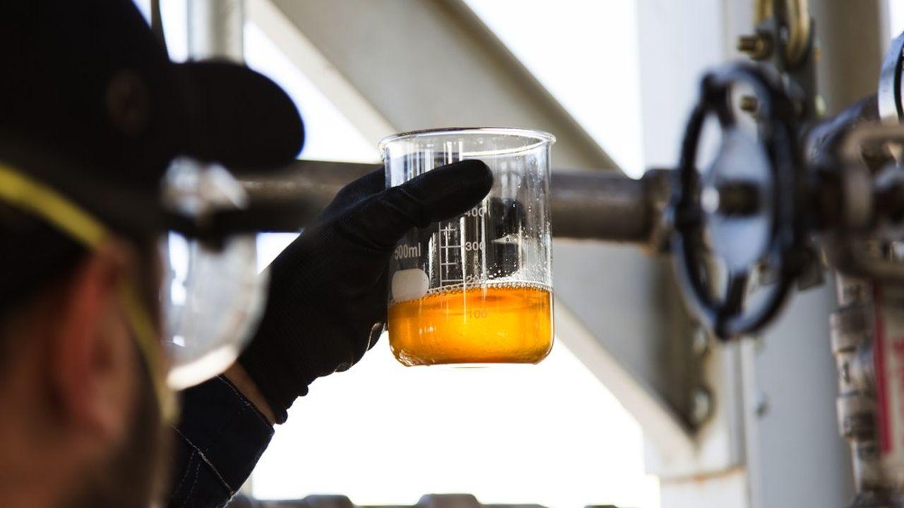 Les deux sites espagnols du britannique Plastic Energy cassent les molécules du plastique pour aboutir à des huiles d'hydrocarbures, raffinables pour produire, au choix, du carburant pour les véhicules ou du plastique vierge.