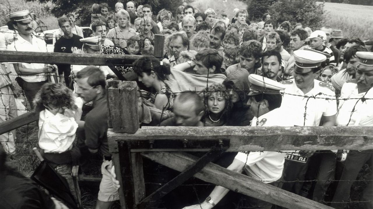 Des centaines de citoyens de RDA ont fui le bloc soviétique le 19août 1989, ouvrant une brèche qui aboutissait trois mois plus tard à la chute du mur de Berlin érigé en 1961.
