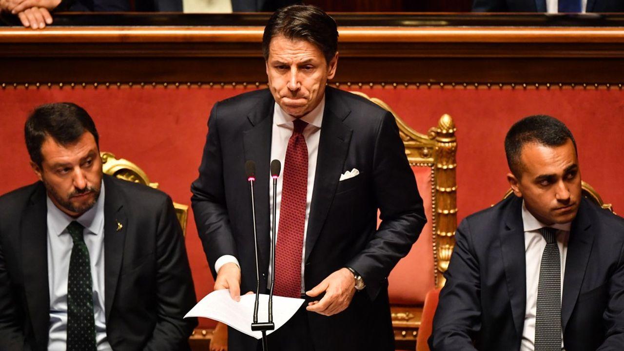 L'ex-professeur de droit aura dirigé le gouvernement de coalition populiste pendant 14 mois.