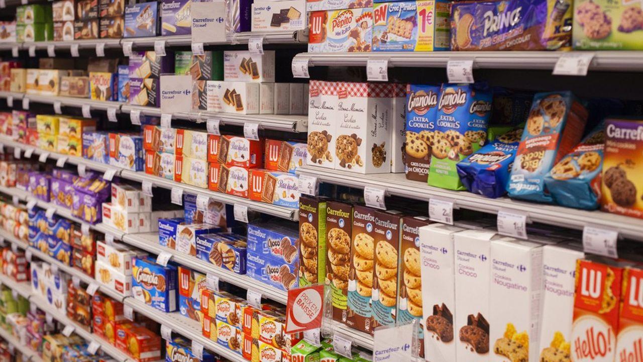 Rayon biscuits et gâteaux d'un magasin Carrefour City.