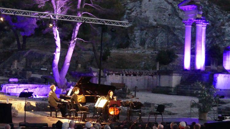 C'est l'association Musicades et Olivades qui organise le festival de Glanum.