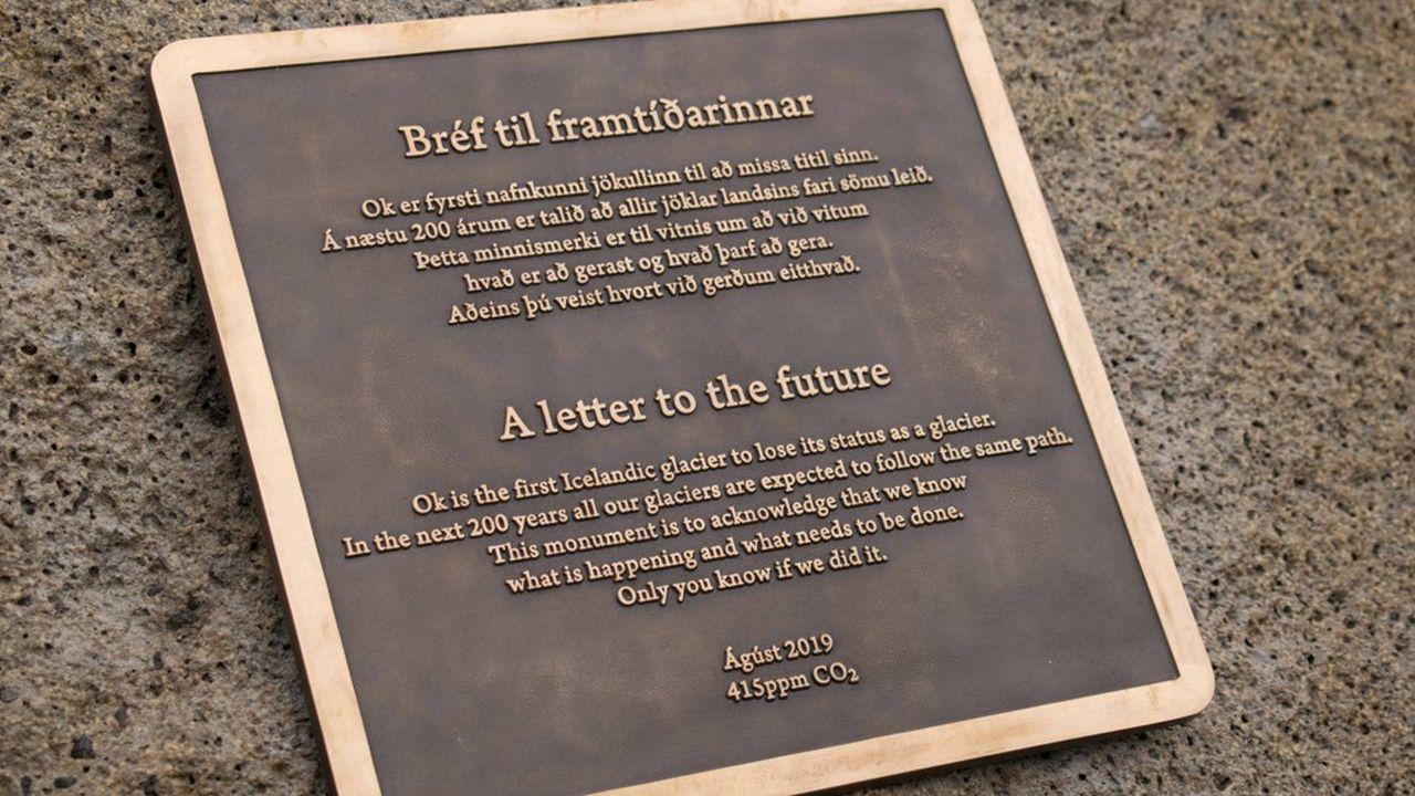 Le 18août, une plaque commémorative a été inaugurée à l'endroit où se tenait le glacier islandais d'Okjokull, première victime du réchauffement climatique.