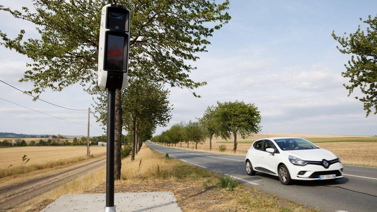 Les radars tourelles ont, du haut de leurs 4 mètres, une portée de 200m et peuvent contrôler jusqu'à huit voies de circulation en même temps