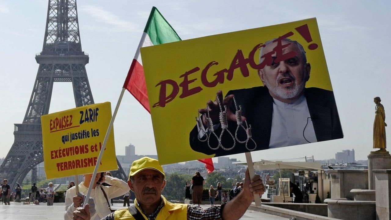 Les Iraniens de l'opposition basés à Paris ont profité de la visite du ministre iranien des Affaires étrangères pour réclamer le renversement du régime en reprenant le mot-clé de la vague de révolutions qui avait secoué le Proche Orienten 2011. Ils sont en cela plus raccord avec Donald Trump, qui exerce une politique de pression maximale sur Téhéran, qu'avec la diplomatie française…