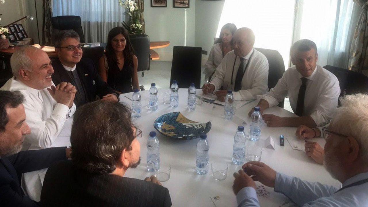 Le chef de la diplomatie iranienne, Javad Zarif (à gauche), est arrivé à Biarritz, dimanche en marge du G7, à l'invitation d'Emmanuel Macron.