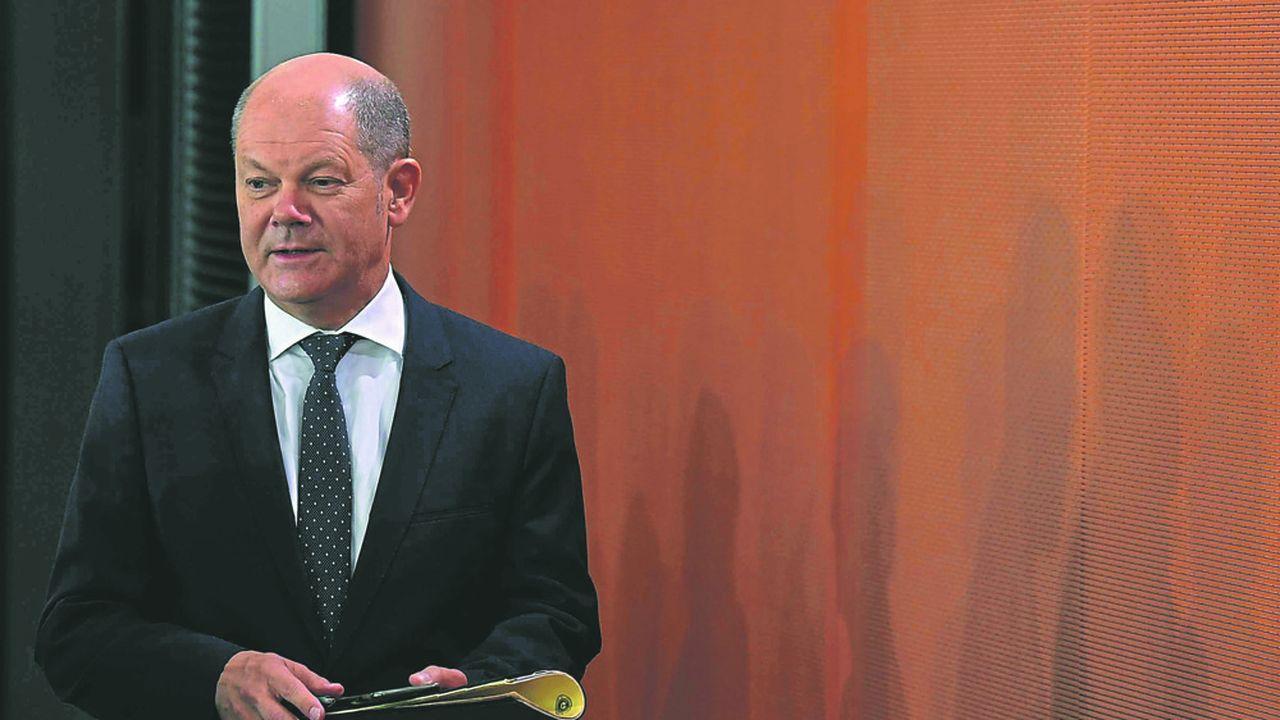 Le ministre allemand des Finances Olaf Scholz cherche à savoir si Berlin peut légalement empêcher l'imposition de taux négatifs sur les dépôts des petits épargnants.