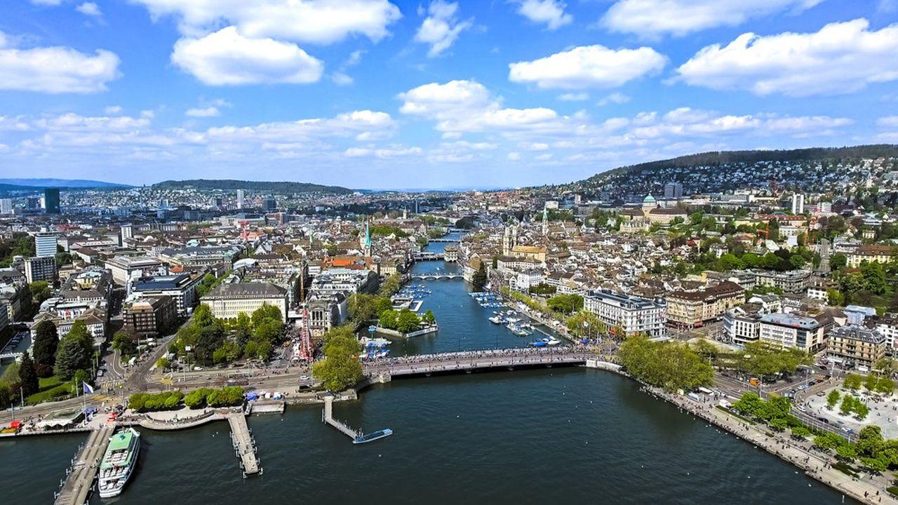 Le franc fort et les taux d'intérêt négatifs pénalisent la place financière de Zurich.