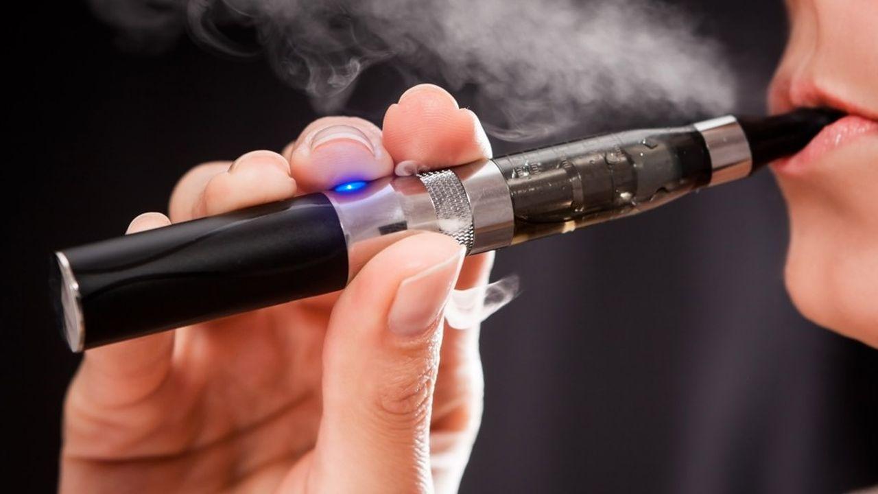 On recense 200 cas de maladies respiratoires sévères, dont le seul lien connu est l'usage récent de cigarettes électroniques.