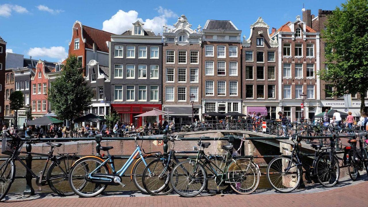 Amsterdam est connue pour ses canaux et ses bicyclettes mais abrite aussi des firmes de high tech, secteur clé de l'économie néerlandaise.