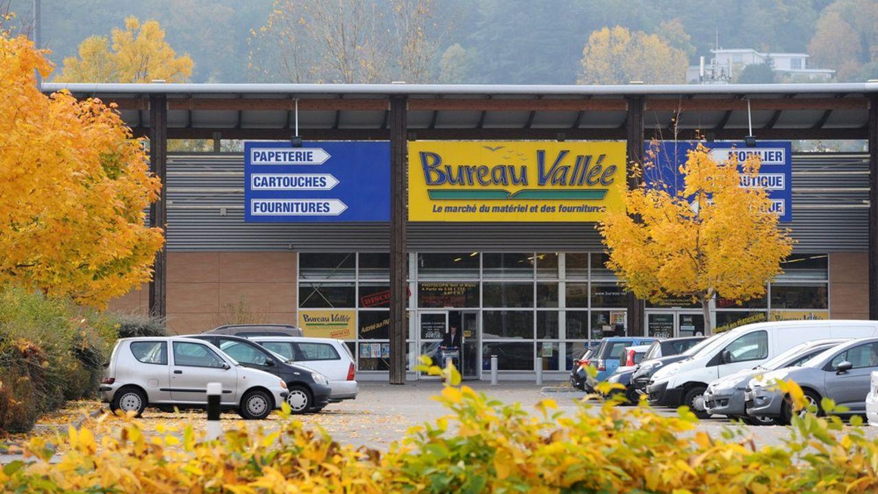 Bureau Vallée exploite 300 magasins en France.