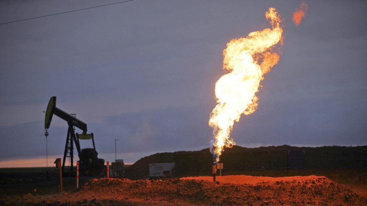 A l'occasion des forages, du méthane s'échappe avant d'être brûlé dans des torchères. Des fuites se produisent également le long des pipelines ou dans les stockages.