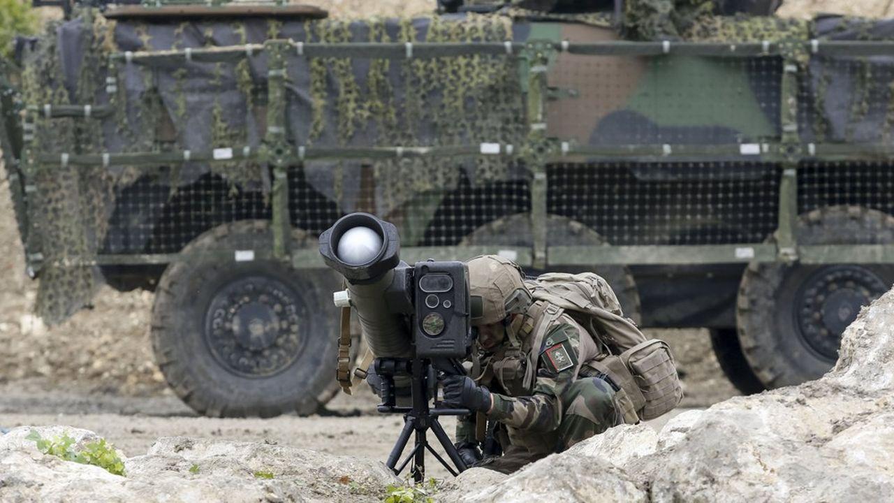 Pour neutraliser un objectif en zone ennemie, les soldats del'armée de terre ont un nouveau vecteur: le MMP, Missile Moyenne Portee, entré en service dans les forces il y a moins d'un an.