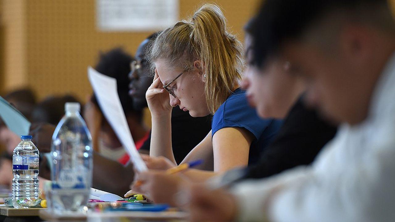 La réforme lancée par le ministre de l'Education, Jean-Michel Blanquer, qui doit déboucher sur un nouveau bac en 2021, devient concrète, cette année, pour les élèves de première.