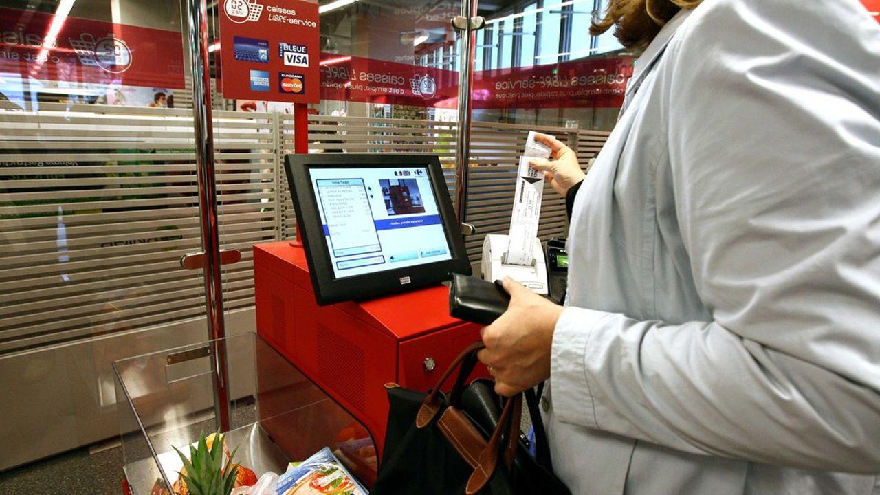 'Rapid'Ticket' système de caisse automatique mis en place par Carrefour. Le magasin Carrefour de Paris Auteuil. Paris, FRANCE-12/05/2009.