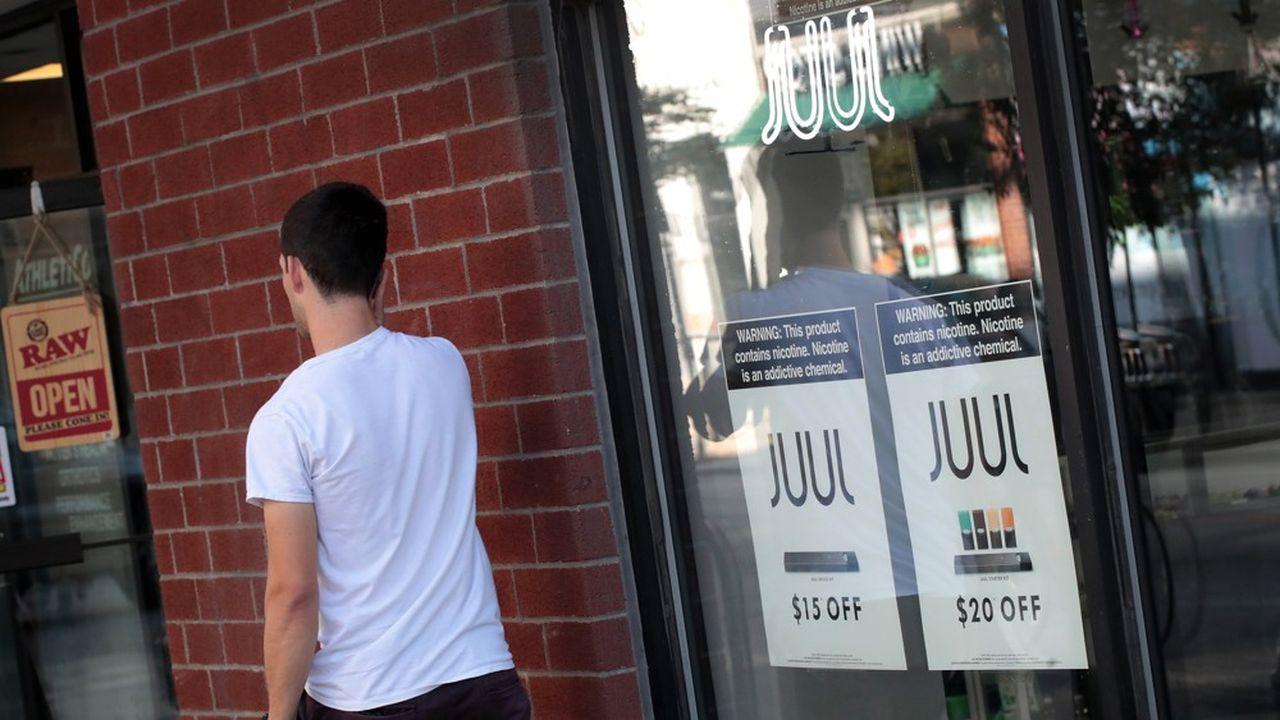 Juul n'en est pas à sa première mise en cause. La FDA a déjà en novembre dernier fait suspendre les ventes de ces cigarettes en raison de leur très forte concentration en nicotine et de l'addiction qu'elles pouvaient provoquer chez de très jeunes utilisateurs américains.