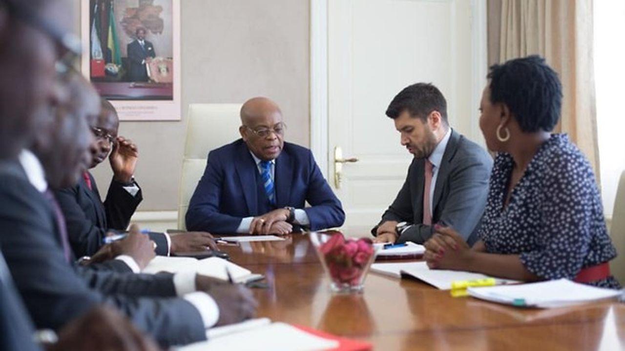 Le ministre gabonais de l'Economie et des Finances, Roger Owono Mba, a fait le point avec le représentant du Fonds monétaire international à Libreville, Marcos Poplawski-Ribeiro.