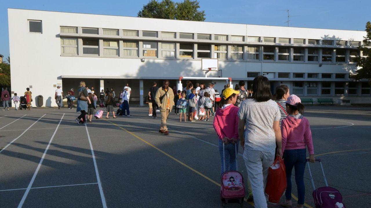 La France devient, à partir de cette rentrée scolaire, le deuxième pays d'Europe à instaurer l'école obligatoire à partir de trois ans après la Hongrie.