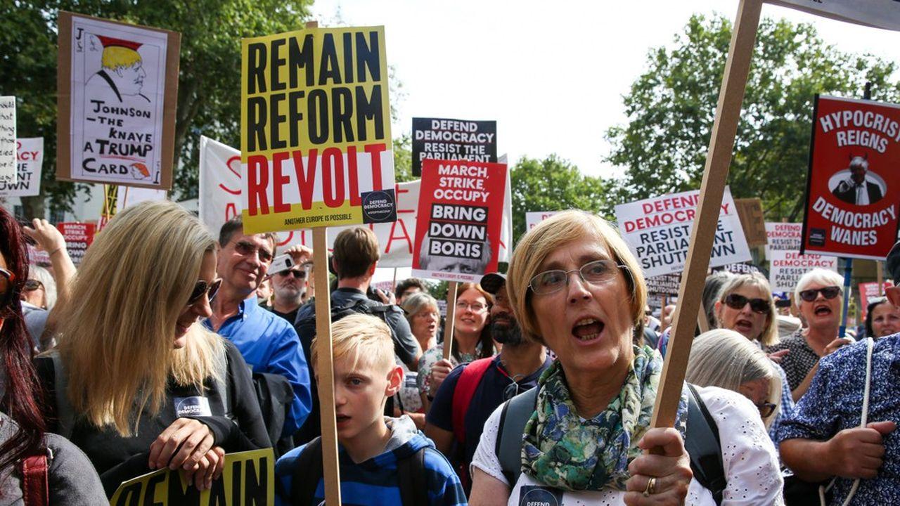 Ce week-end, des dizaines de milliers de manifestants sont descendus dans les rues d'une trentaine de grandes villes britanniques de Londres à Manchester pour stopper ce qu'ils n'hésitent pas à qualifier de «coup d'Etat» de Boris Johnson.