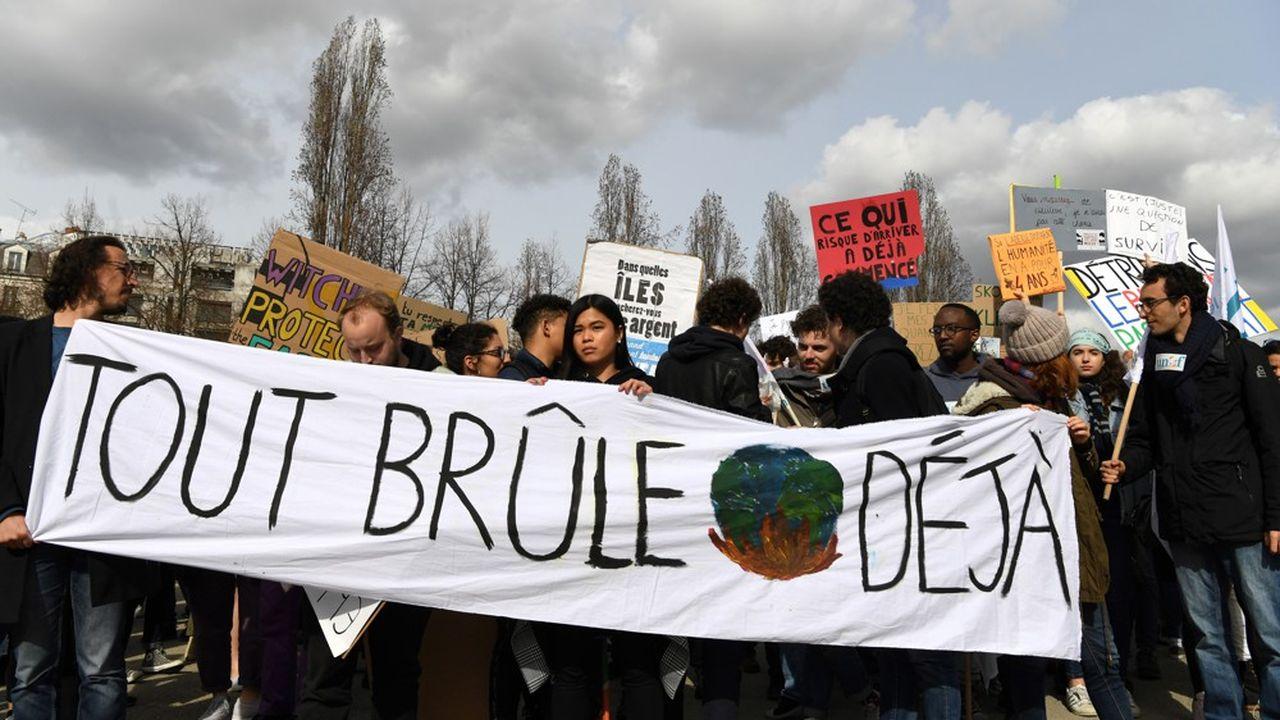 Les 18-24 ans, à l'origine de plusieurs marches pour le climat ces derniers mois, forment la catégorie d'âge la plus sensible aux questions climatiques.