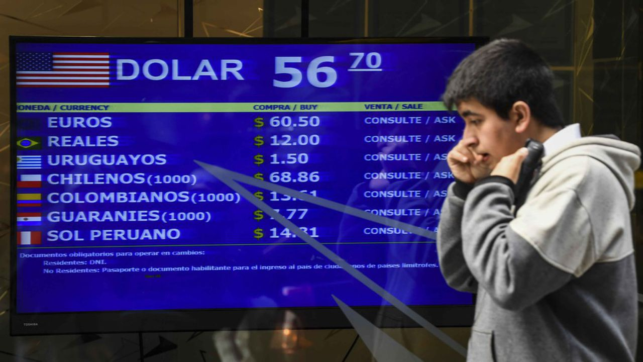 L'annonce du contrôle des changes a été saluée par les marchés lundi, le peso s'appréciant de 5,38% à la fermeture, tandis que l'indice Merval de la Bourse de Buenos Aires a bondi de 6,45%