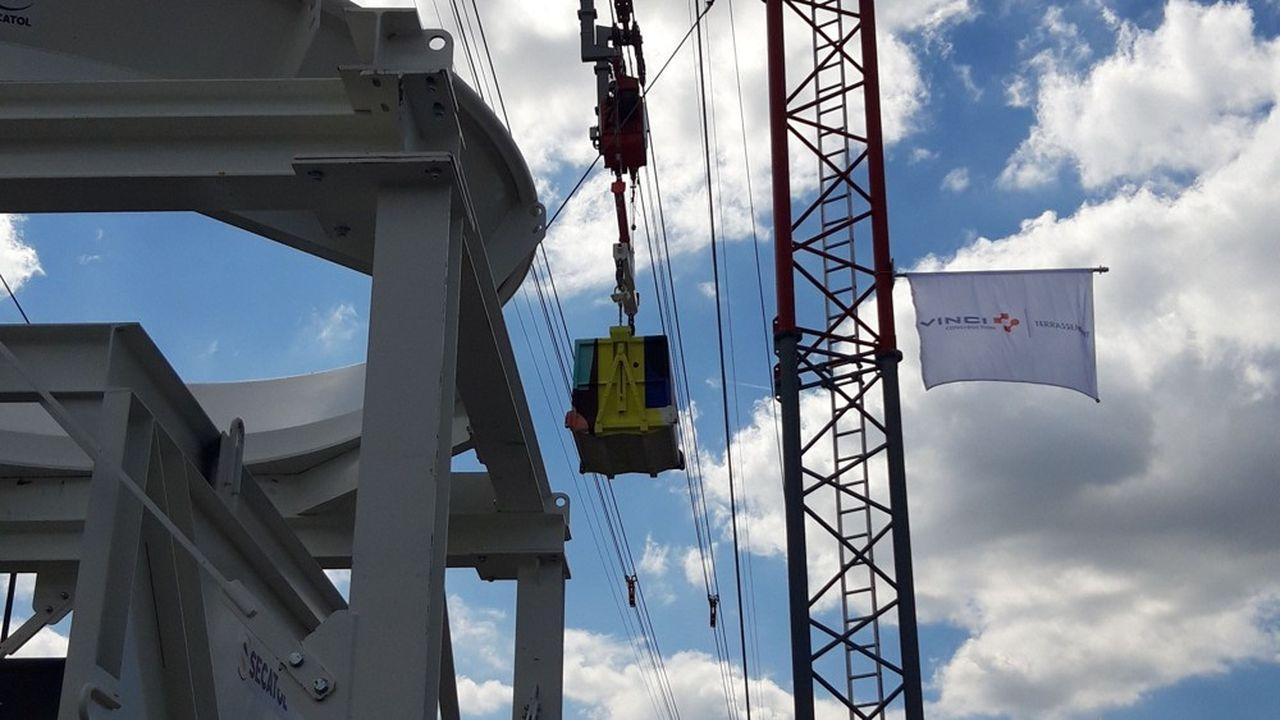 D'une longueur de 400 mètres et à 35 mètres de hauteur, le téléphérique de Clichy-la-Garenne va évacuer 260.000 tonnes de terres.