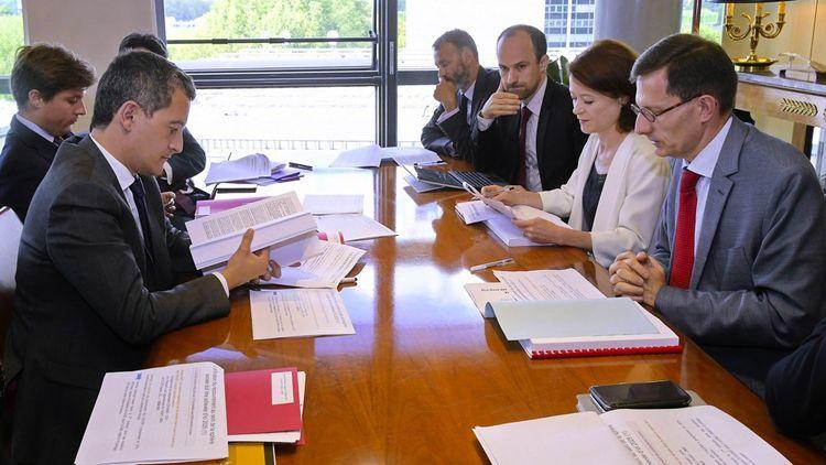 Alexandre Gardette (à droite sur la photo), lors d'une réunion avec notamment Gérald Darmanin, le ministre de l'Action et des Comptes publics (à gauche).